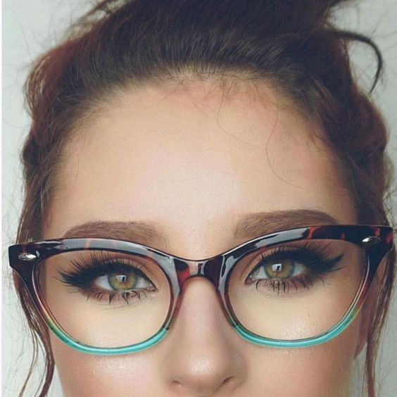 Makeup Inspiration for Women with Eyeglasses